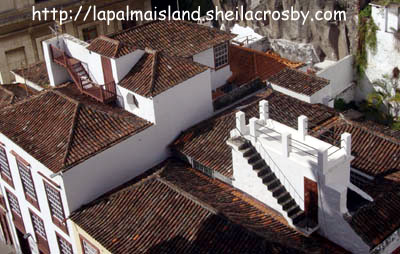 Traditional roof with a space to view the port of Santa Cruz de la Palma.