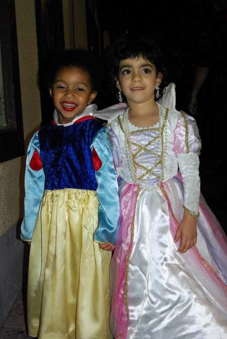 Santa Cruz de la Palma, Carnival 2010, two girls dressed as Snow White and a Princess