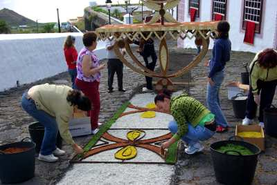 Making flower carpets for Corpus Christi in Mazo