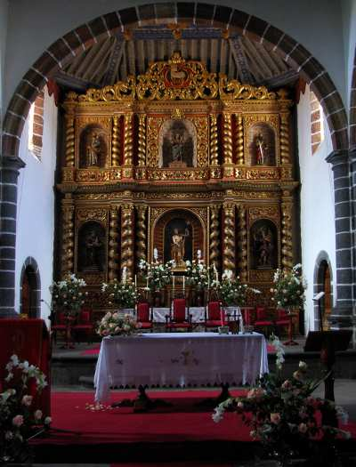The main altar in the church of San Juan, Puntallana