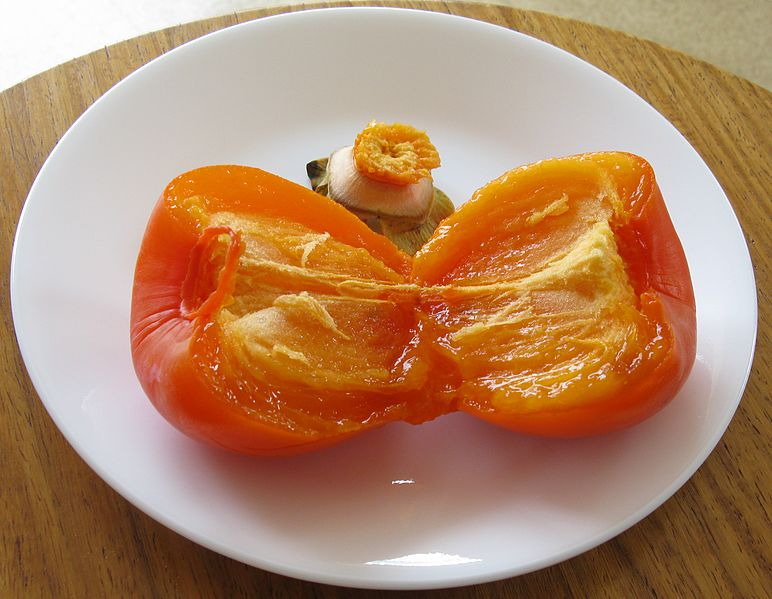 Ripe Persimmon. Photo: JonRichfield, Wikimedia commons